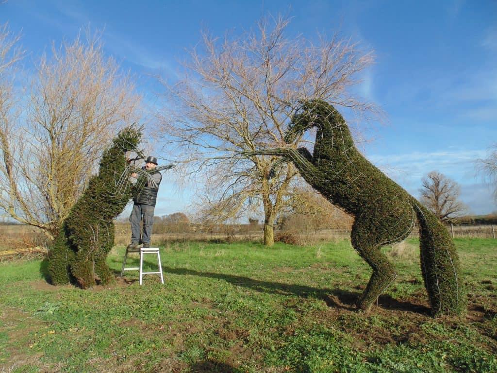 Topiary Unicorn clipping and shaping with topiary Frames