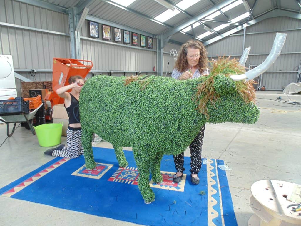 Artificial topiary Bull making with boxwood and grasses
