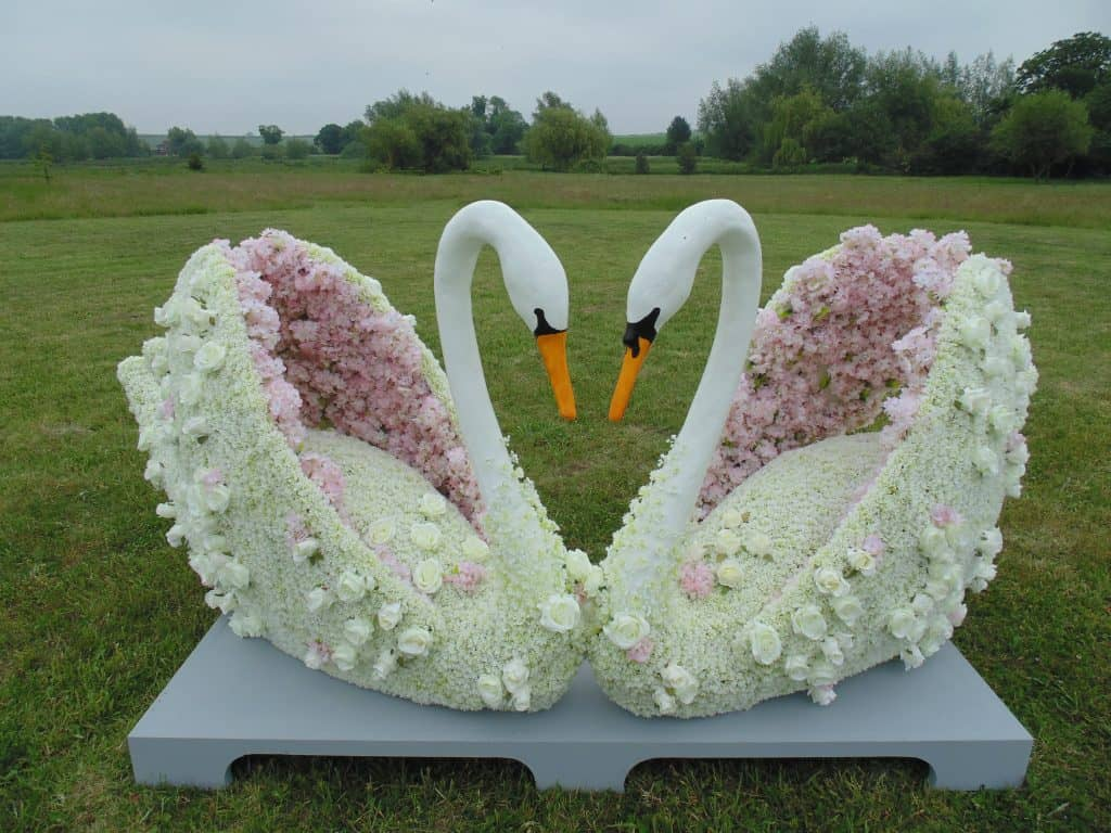 Swan Artificial topiary Floral sculptures