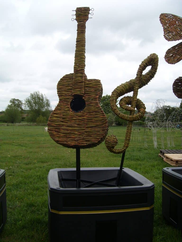 Willow Guitar and Treble Clef