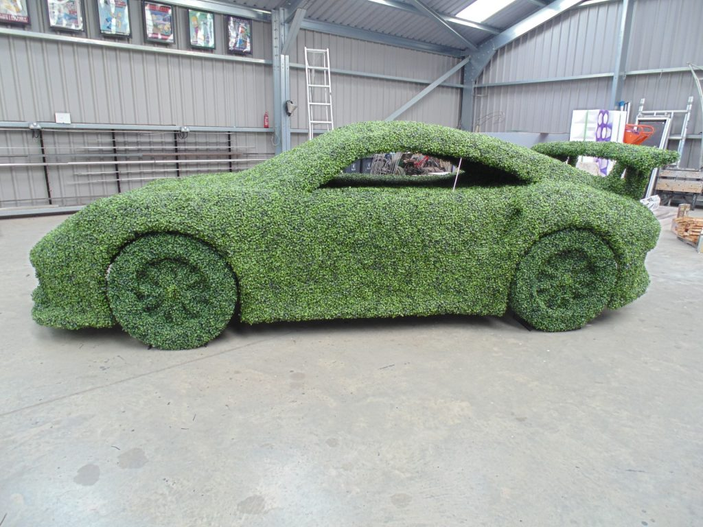Topiary Porsche 911 GT3 RS in artificial boxwood